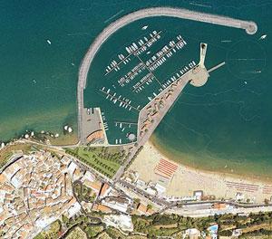 Panoramica dall'alto sul Porto di Rodi Garganico