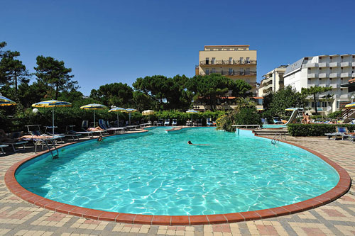 Vacanze famiglia milano marittima hotel 3 stelle a milano marittima recensioni hotel - Hotel con piscina milano ...